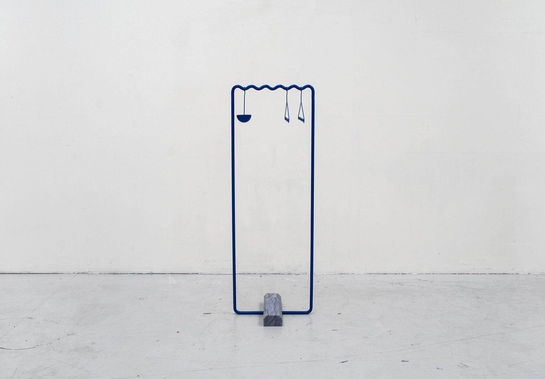 05_Blue_hanger