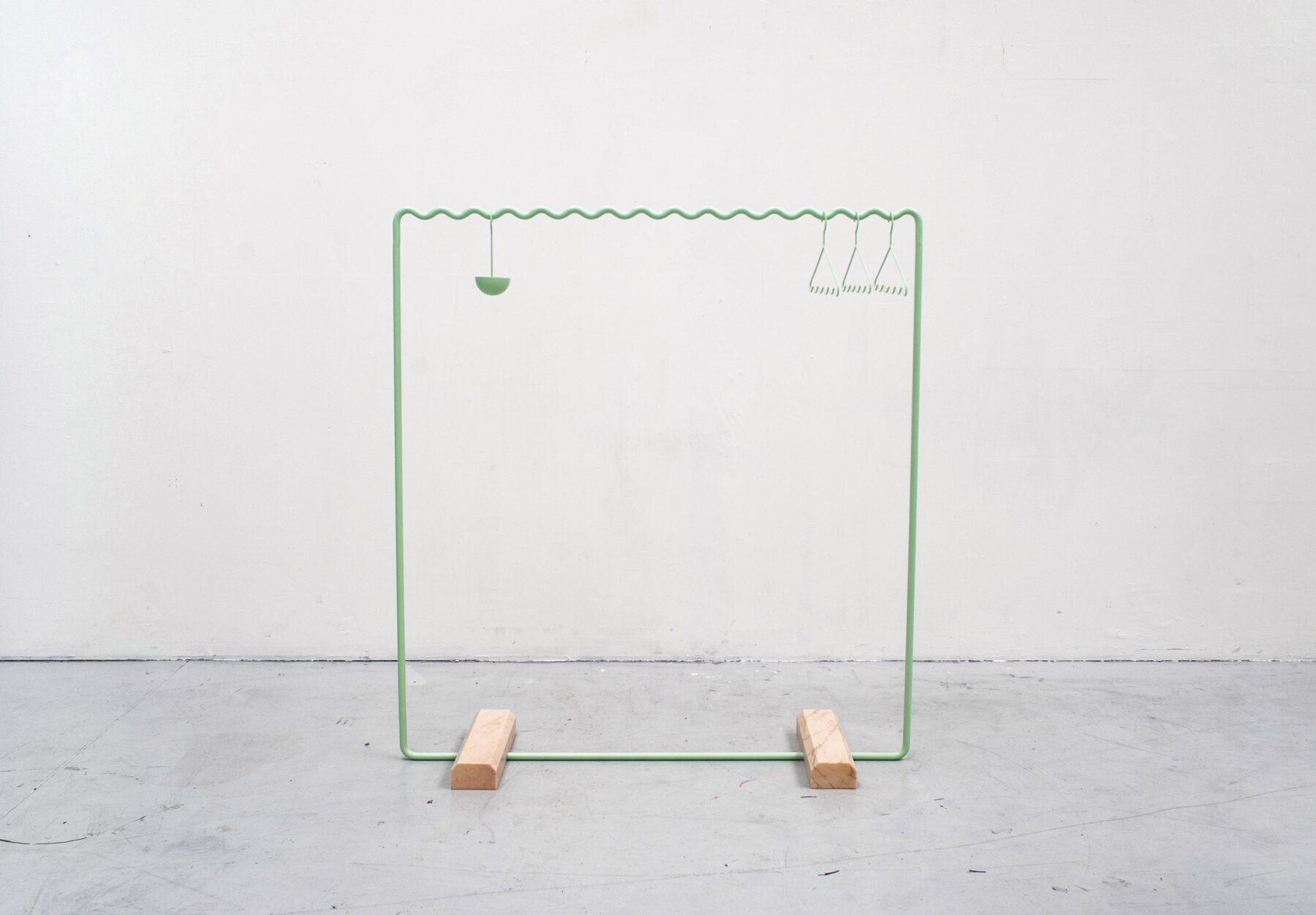09_Green_hanger