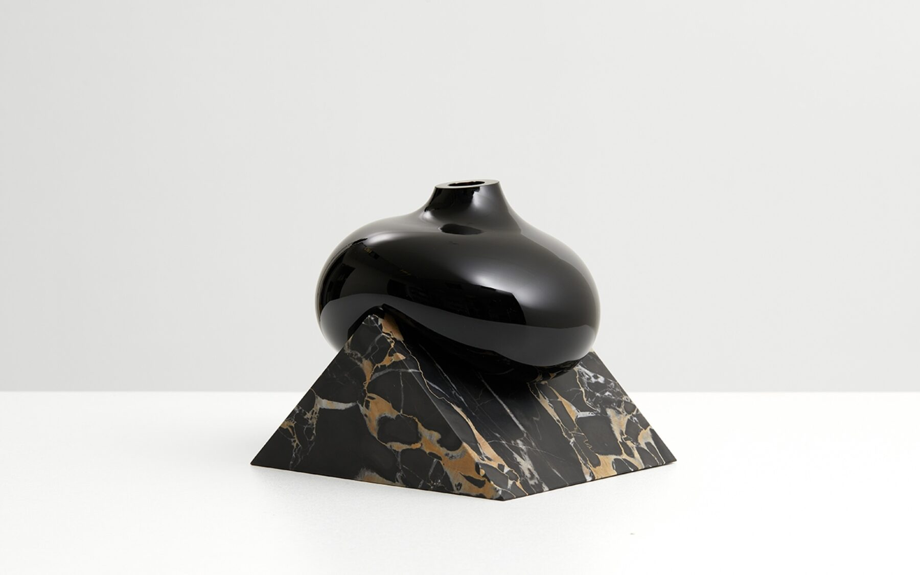 INDEFINITE VASES PORTORO LOW BLACK.jpg