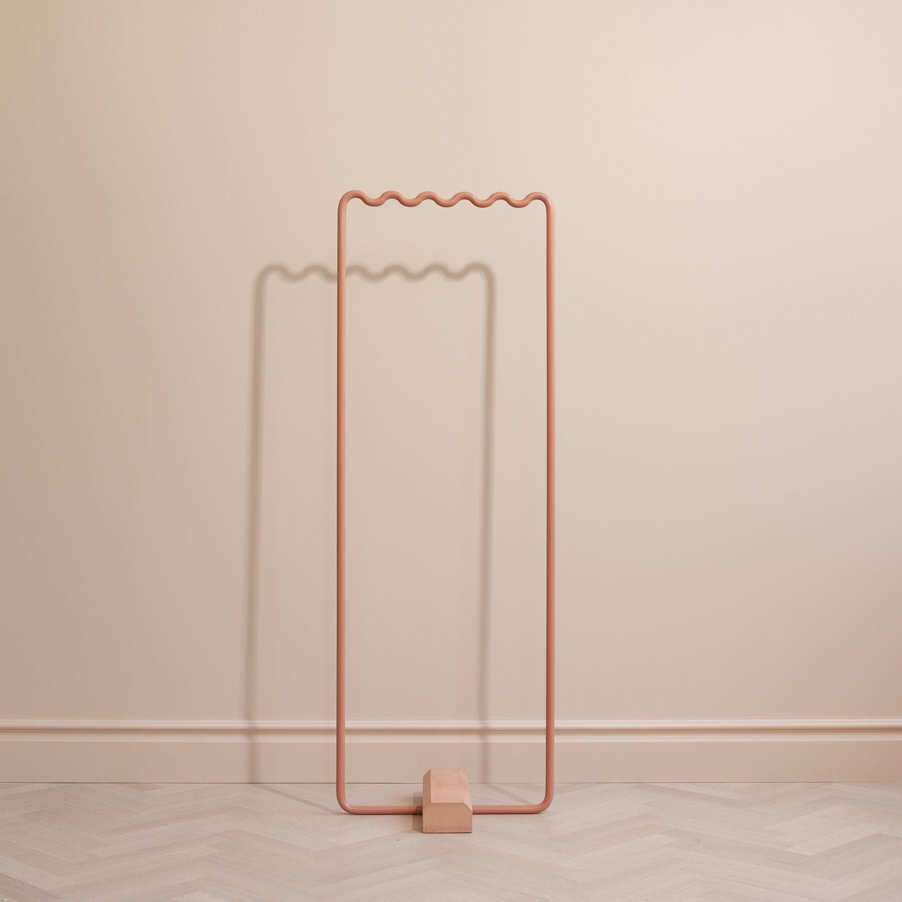 Toniton-sine-hanger-studio-eo-small-peach